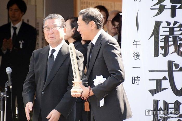 (左から)徳光和夫、鎧塚俊彦