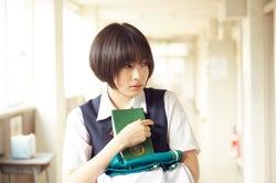 広瀬すず(C)河原和音/集英社 (C)2017 映画「先生!」製作委員会