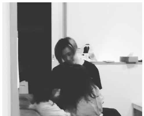 西山茉希「母にしてくれてありがとう」娘と遊ぶ夫・早乙女太一を撮影「幸せオーラ凄すぎます」「パパの笑顔の破壊力」の声