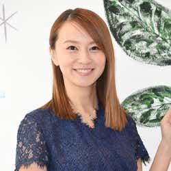 鈴木亜美「出会ってすぐに…」電撃結婚&妊娠までのエピソードに「勢い婚?」共演者ツッコミ(C)モデルプレス