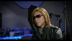 YOSHIKI/映画「HURRY GO ROUND」より(提供写真)