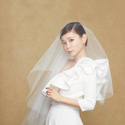 中川翔子、大胆肩出しウエディングドレス姿で変身「これは誰!?」 結婚観に変化