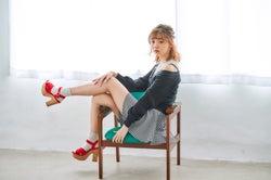 江野沢愛美のスラリ美脚に釘付け スウィートカジュアルな春コーデ
