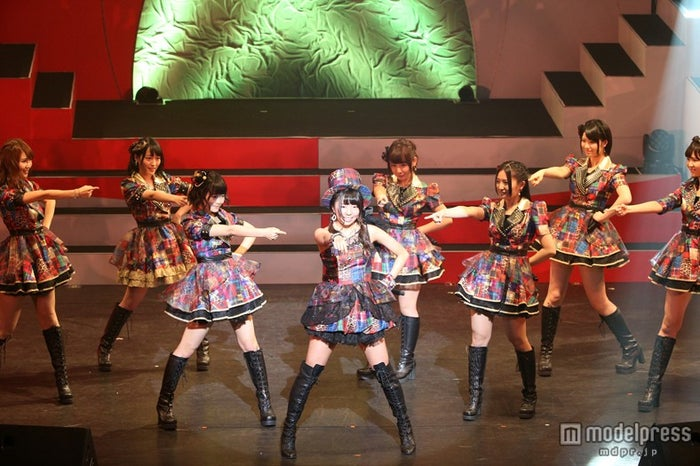 「上からマリコ」 中村麻里子+15名(C)AKS
