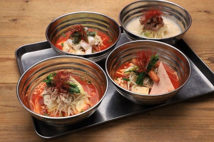 スープ&フリット各1,840円(S.COUPS・スンドゥブ/WONWOO・プデチゲ/MINGYU・トッポギ/ソルロンタン・ソルロンタン)/画像提供:レッグス