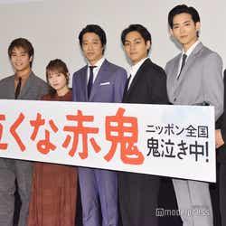 左から:兼重淳監督、掘家一希、川栄李奈、堤真一、柳楽優弥、竜星涼、武藤潤(C)モデルプレス