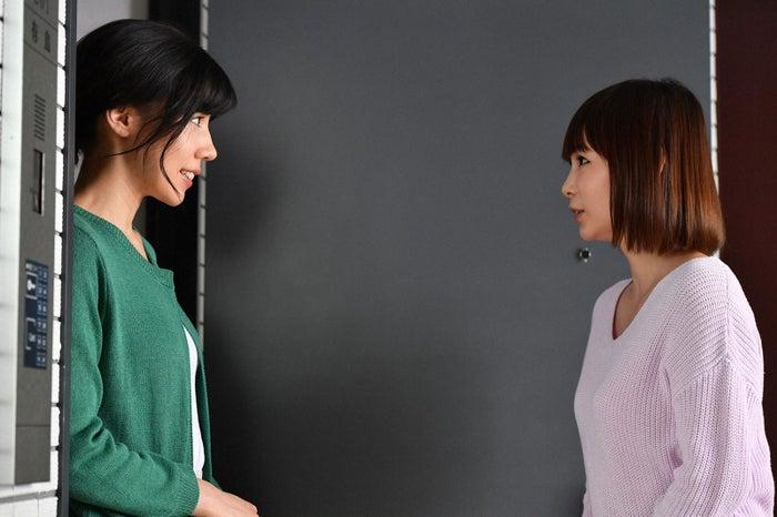 仲里依紗、中川翔子/「あなたのことはそれほど」第7話より(画像提供:TBS)