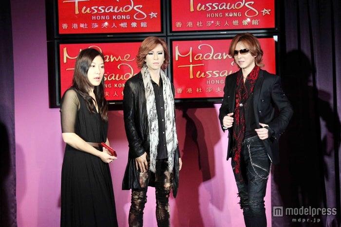 YOSHIKI(写真右)