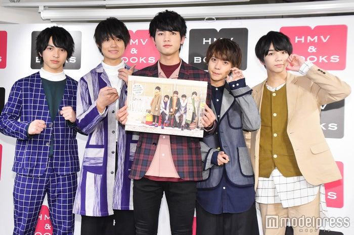 M!LK(左から)吉田仁人、佐野勇斗、板垣瑞生、山﨑悠稀、塩﨑太智 (C)モデルプレス