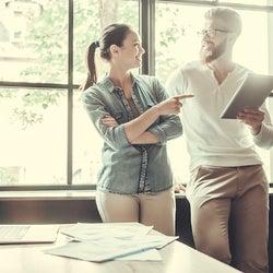 男性が職場の女性を「かわいいな」と感じる3つの瞬間