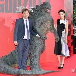 (左から)ギャレス・エドワーズ監督、波瑠