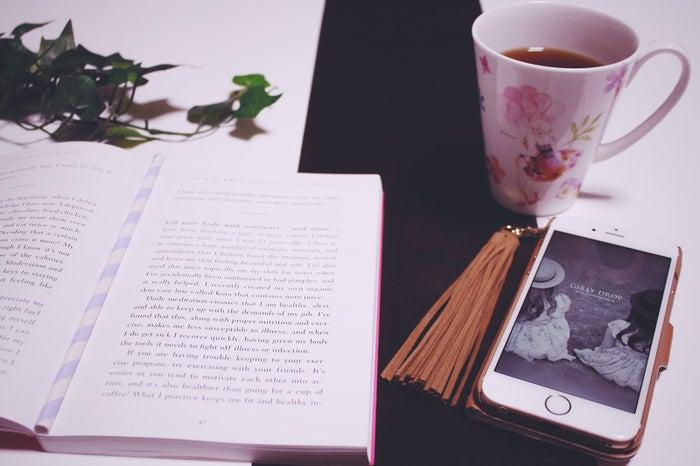 好きな人とLINEをする時の注意点/photo by GIRLY DROP