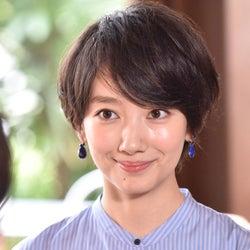 波瑠主演「サバイバル・ウェディング」3つの見どころ 吉沢亮の「年下イケメン王子」風間俊介の「離れがたい元カレ」それとも…?胸キュンシーンにも期待<第1話レビュー>