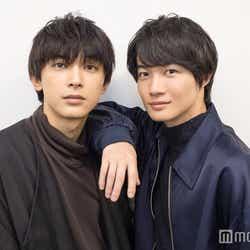 モデルプレスのインタビューに応じた(左から)吉沢亮、神木隆之介 (C)モデルプレス