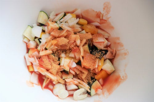 ボウルに1の野菜とAを入れ600Wの電子レンジで3分加熱する。