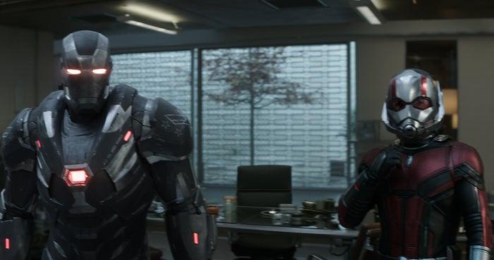 (右)アントマン/映画『アベンジャーズ/エンドゲーム』より(C)Marvel Studios 2019