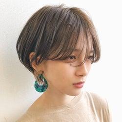 前髪を変えるだけで小顔に見える!?美人見えする噂のヘアを徹底解明♡