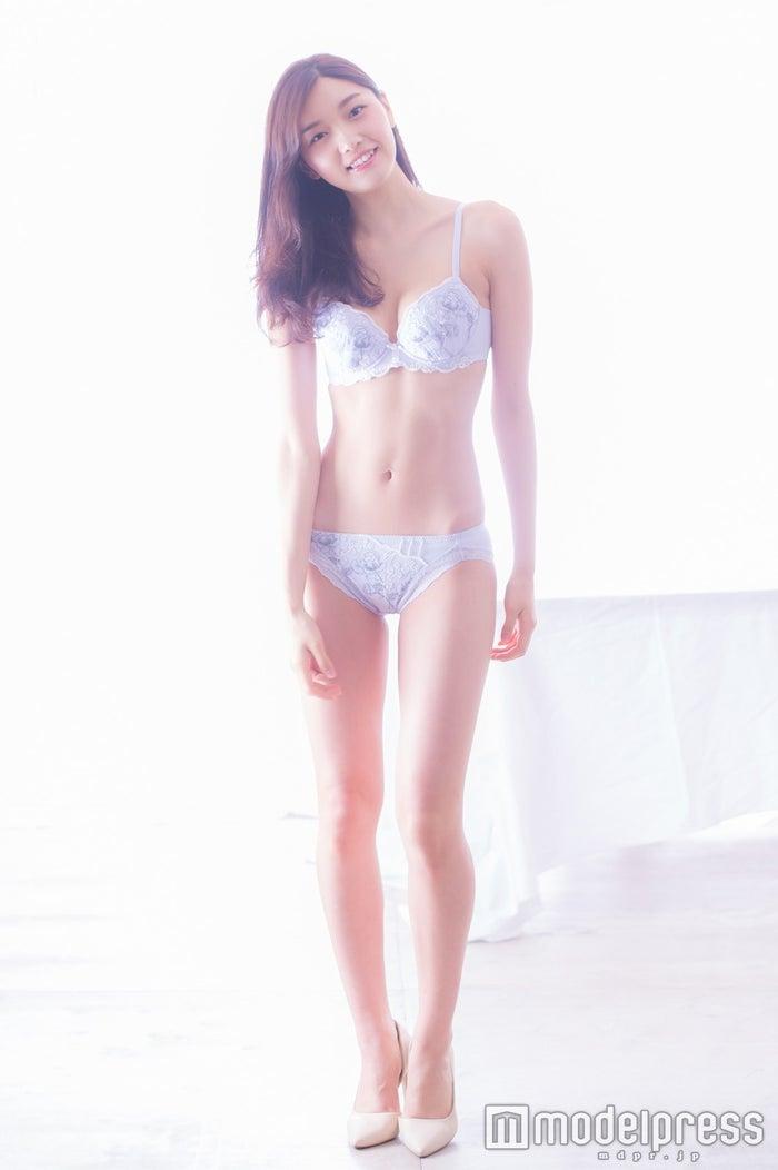 静麻波(C)モデルプレス