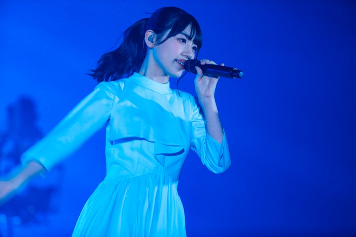 "「HINATAZAKA46 Live Online,YES!with YOU!~""22人""の音楽隊と風変わりな仲間たち~」/撮影:上山陽介"