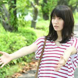 モデルプレス - 凜華(吉岡里帆)、ボーダーをレディに着こなす秘訣は?<「ごめん、愛してる」第9話コーデ解説>