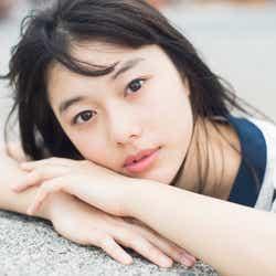 モデルプレス - 【注目の人物】7社の広告に出演中 透明感抜群の16歳・矢崎希菜、ブレイク候補として台頭