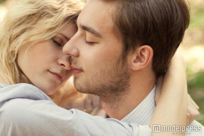 「されたら我慢できない…」男性がキスしたくなる4つの瞬間(photo-by-aleshin/Fotolia)