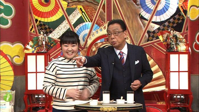 (左から)柳原可奈子、梅沢富美男 (C)フジテレビ