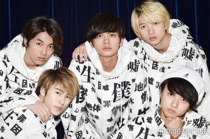 (左上から時計周りに)矢部昌暉、北村匠海、小林龍二、橘柊生、泉大智 (C)モデルプレス