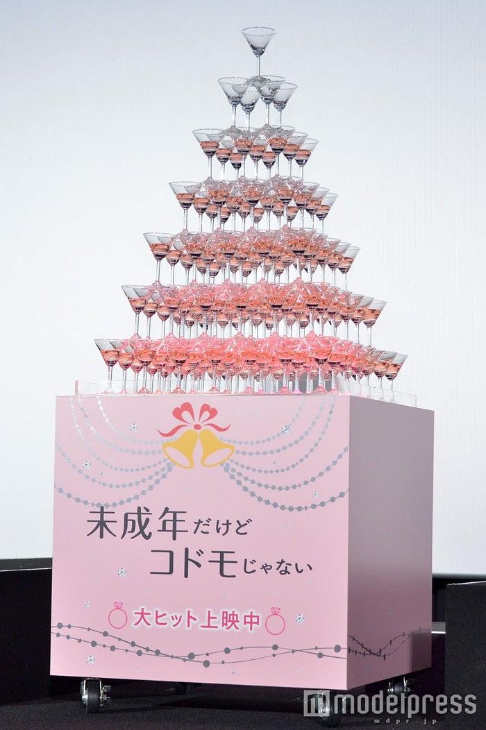 シャンパンタワー(C)モデルプレス