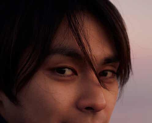 """柳楽優弥、""""恋人目線""""の至近距離ショットに釘付け<やぎら本>"""
