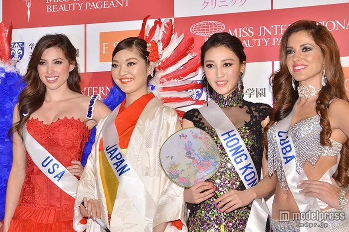 会見の様子/左から2番目が日本代表の本郷李來(ほんごう・りら)さん
