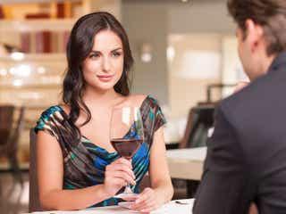 モテる女性は「●●」を飲む!オーダーすべきお酒3選