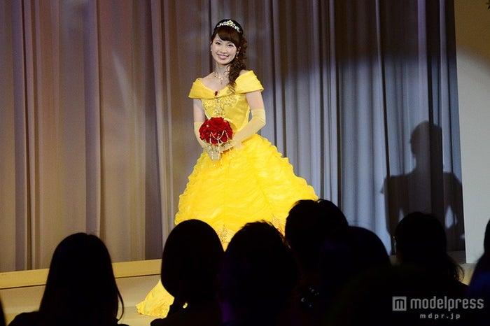 ベルをイメージしたカラードレス
