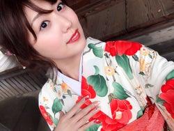 美ボディで注目度上昇中・モデル岩崎名美、成人で艶やか振袖姿を披露