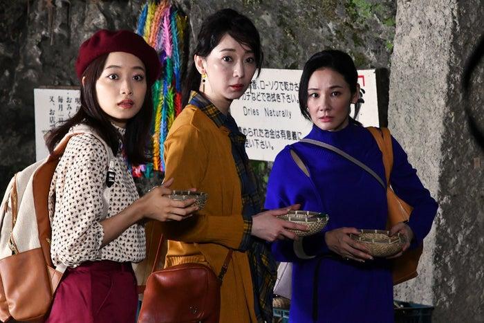 (左から)深川麻衣、稲森いずみ、吉田羊(C)カンテレ