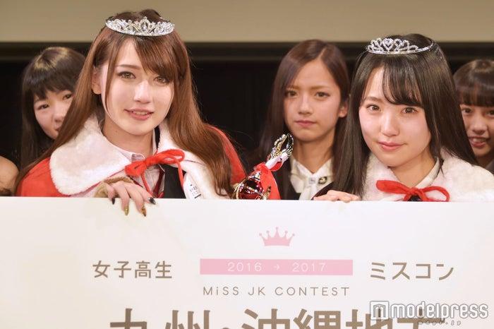 日本一のかわいい女子高生を決めるミスコン<九州沖縄地方予選/グランプリ:ゆまちょすさん(左)&準グランプリ: みなみさん(右)>(C)モデルプレス