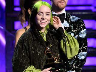 「グラミー賞」独占のビリー・アイリッシュ「アリアナが受賞すべき」スピーチもカッコイイと話題