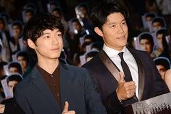(左から)坂口健太郎、鈴木亮平