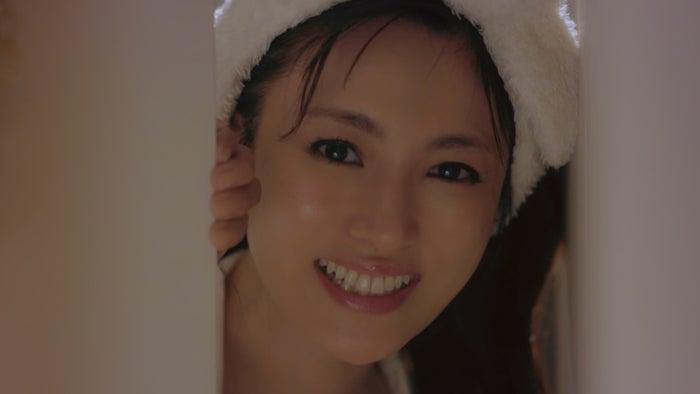 深田恭子、パジャマ姿でのマッサージにドキッ オフ感たっぷりの動画が可愛すぎ(提供写真)