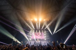 安室奈美恵/「WE ◆ NAMIE HANABI SHOW」前夜祭より(提供写真)