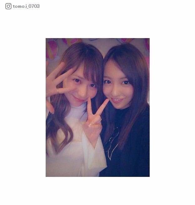 板野友美(右)、河西智美のバースデーを祝福/板野友美Instagramより