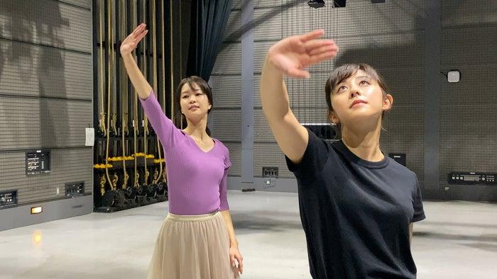 下村彩里アナ、斎藤ちはるアナ(画像提供:テレビ朝日)
