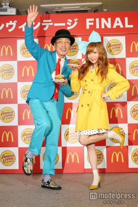 テリー伊藤(左)と益若つばさ(右)