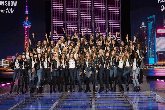 ヴィクトリアズ・シークレット ファッションショー出演モデルたちが集結/photo:Getty Images