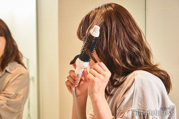 最高約180℃でふわっと可愛い巻き髪もばっちり(240V時)(C)モデルプレス