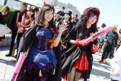 橋本環奈(左)、西岡優菜(右)
