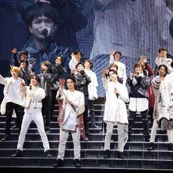 15th Anniversary SUPER HANDSOME LIVE「JUMP↑ with YOU」【15日昼公演】写真提供:アミューズ