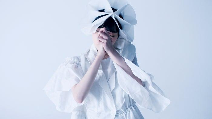 平手友梨奈/PARIS FASHION WEEK「ANREALAGE(アンリアレイジ) 2021S/S COLLECTION」(提供写真)