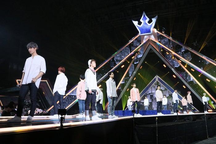 バラード課題曲「さよなら青春」ステージ「PRODUCE 101 JAPAN」最終回(C)LAPONE ENTERTAINMENT