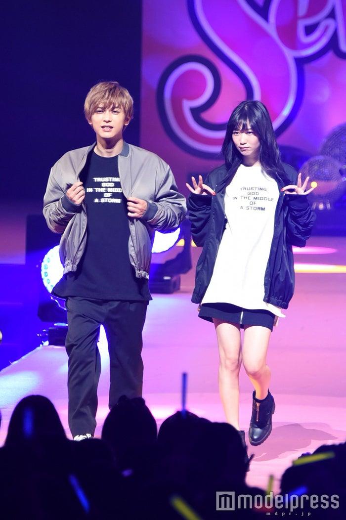 吉沢亮&岡本夏美(C)モデルプレス